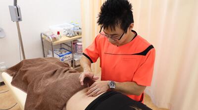 ハート鍼灸整骨院 岡垣院では、治療にしっかりと手をかけます